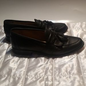 JOHNSTON AND MURPHY MENS SIZE 9.5 TASSLE LOAFER